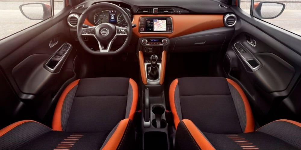 habitáculo do Nissan Micra