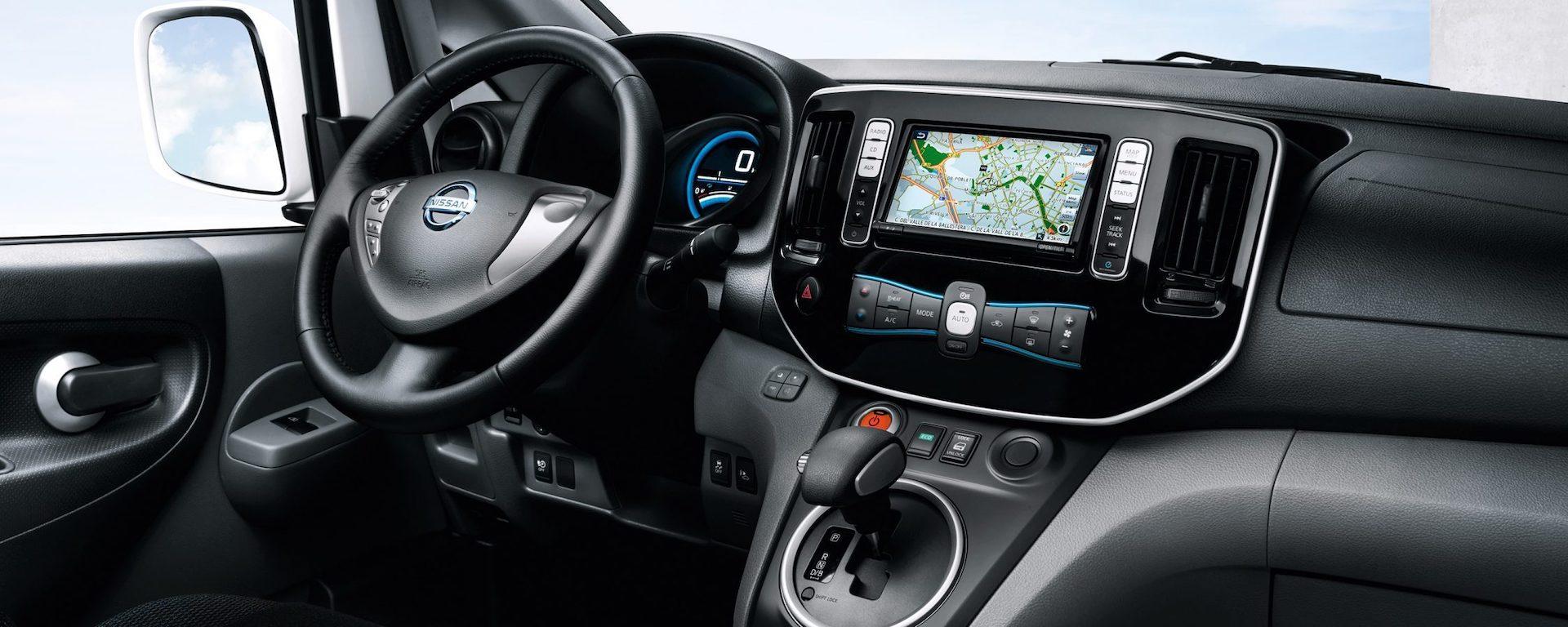 interior da Nissan e-NV200 Evalia
