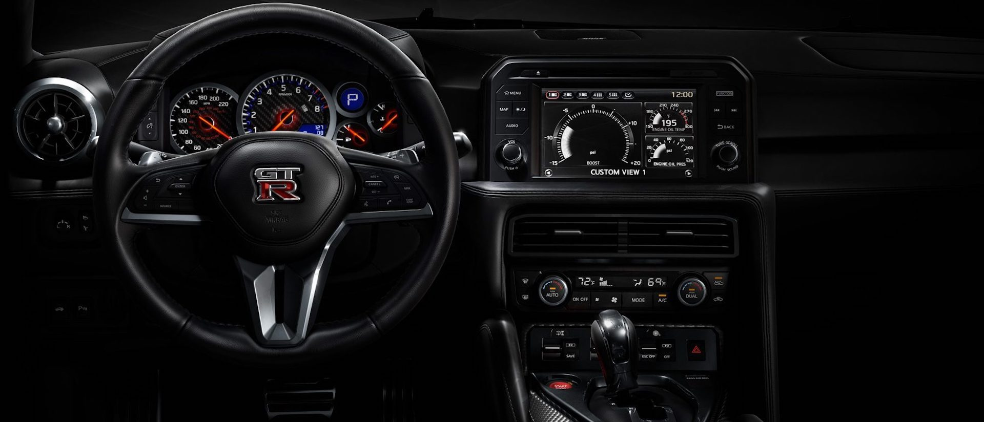 interior do Nissan GT-R
