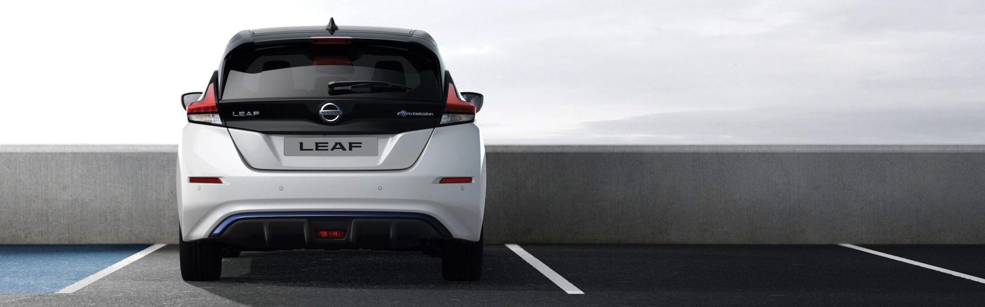 traseira do Nissan Leaf
