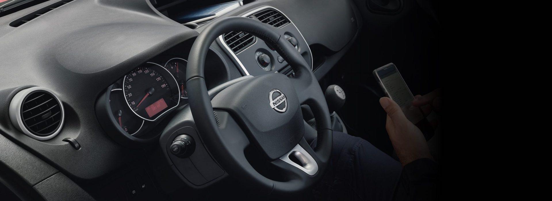 interior do Nissan NV250
