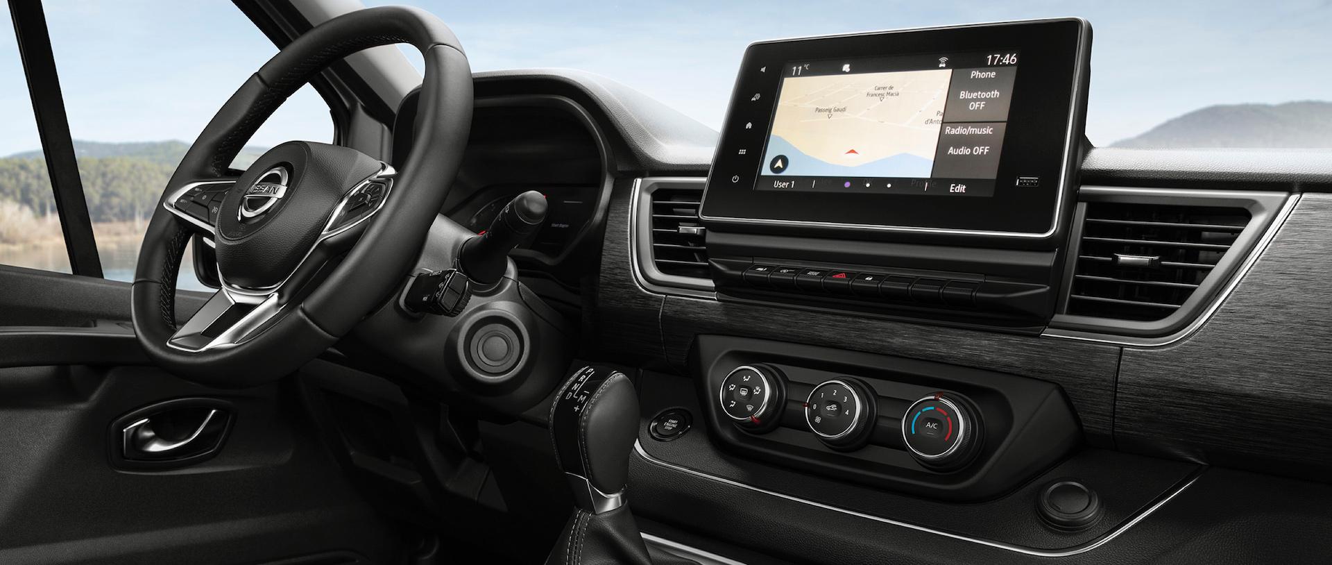 interior do Nissan NV300